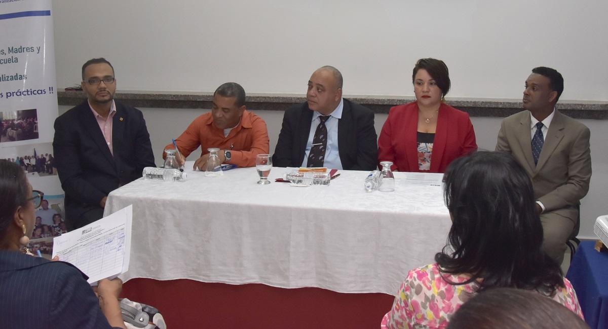 Resultado de imagen para MINERD inicia diálogo abierto con APMAES de la regional SJM para promover buenas prácticas e integración familiar