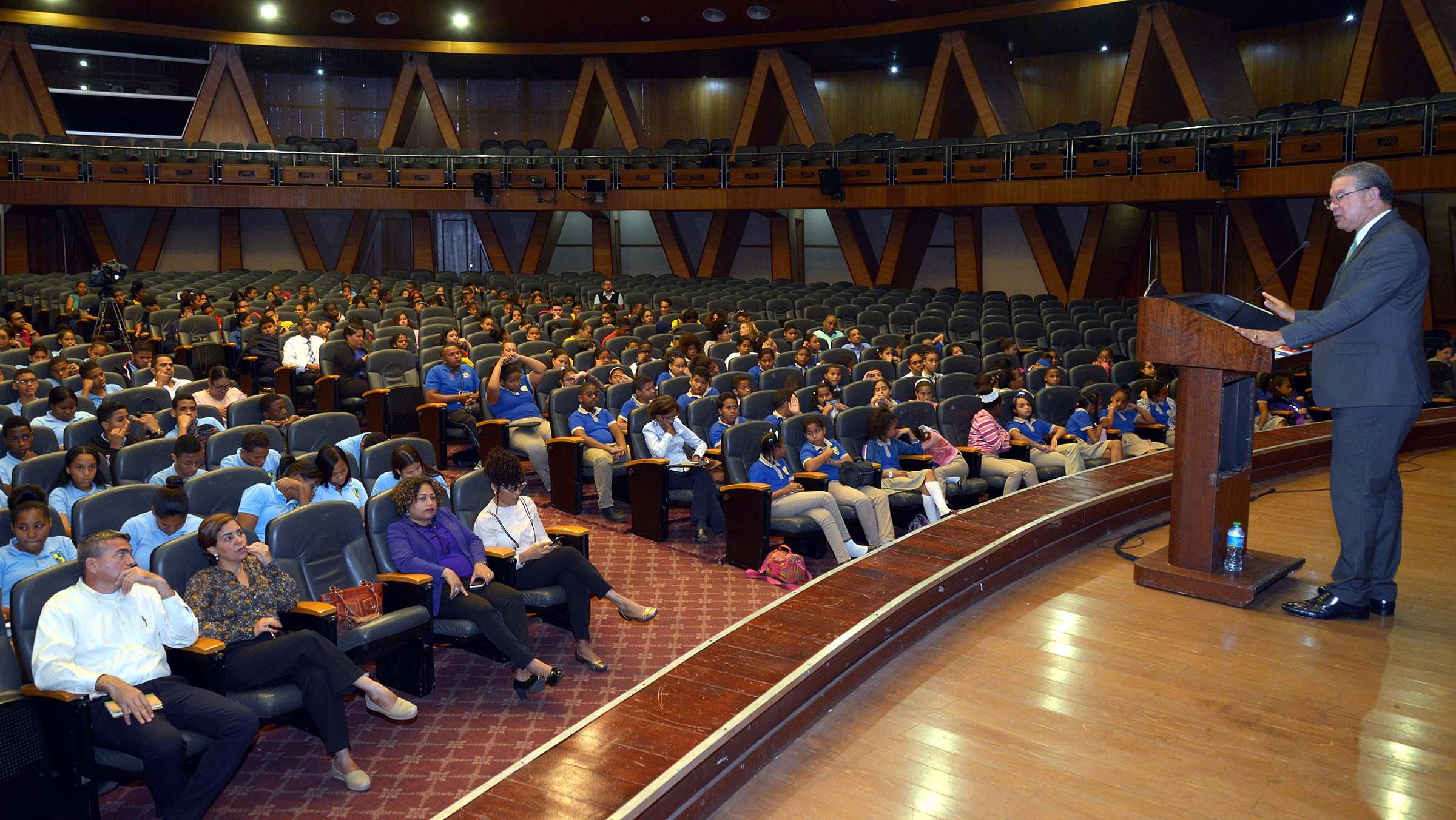 Resultado de imagen para Ministerio de Educación ofrece conferencia a estudiantes sobre ´´El Buen Uso de los Símbolos Patrios´´