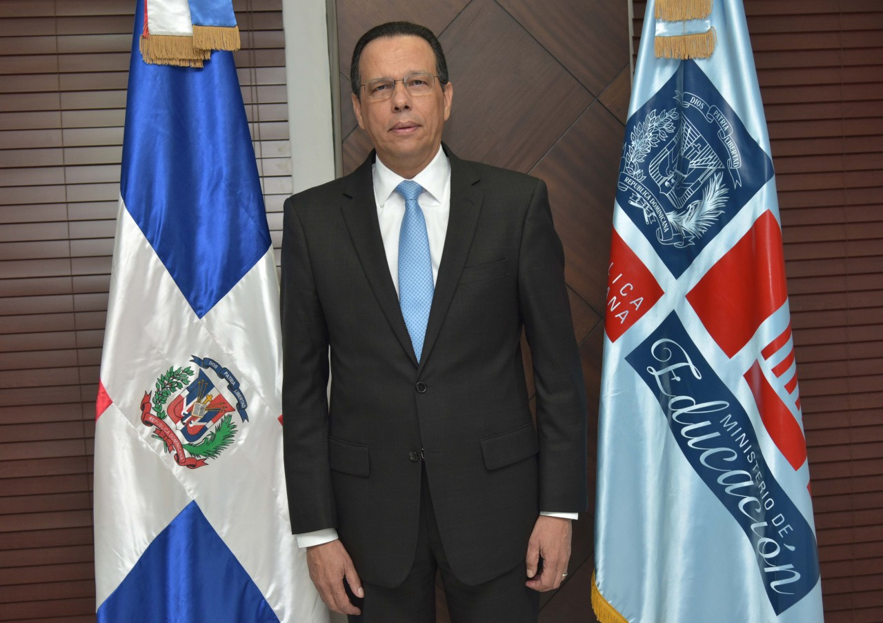 Resultado de imagen para fotografía del nuevo ministro de educación dominicana Peña Mirabal